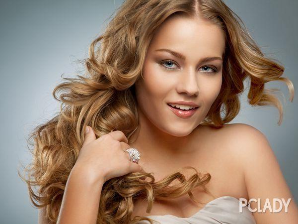 唯美新娘盘发发型 优雅大气显复古