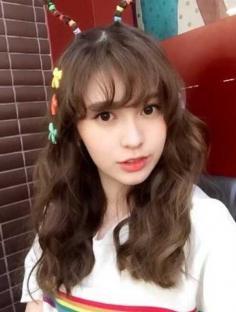 美眉美美的空气刘海发型图片欣赏
