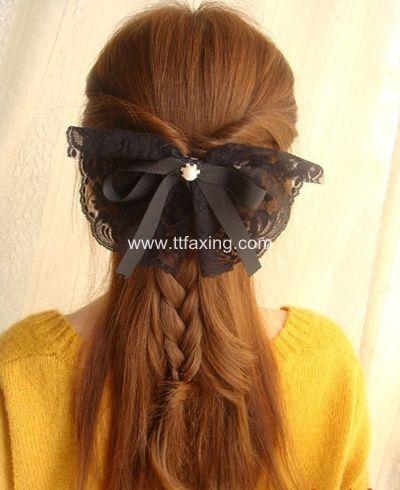 披肩发发型简单扎法步骤 简单漂亮的披肩发扎法 ttfaxing.com